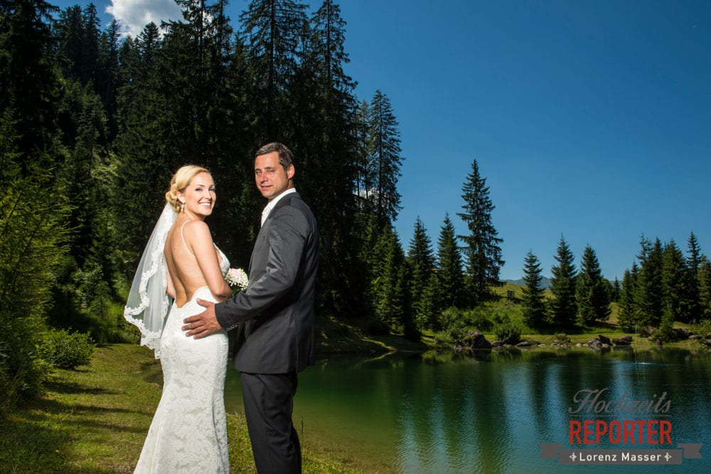 Brautpaar vor See, Hochnössler, Altenmarkt,  Hochzeit in den Bergen, Hochzeitsshooting, Hochzeitsfotograf, Wedding, Wedding Photographer, Land Salzburg, Lorenz Masser