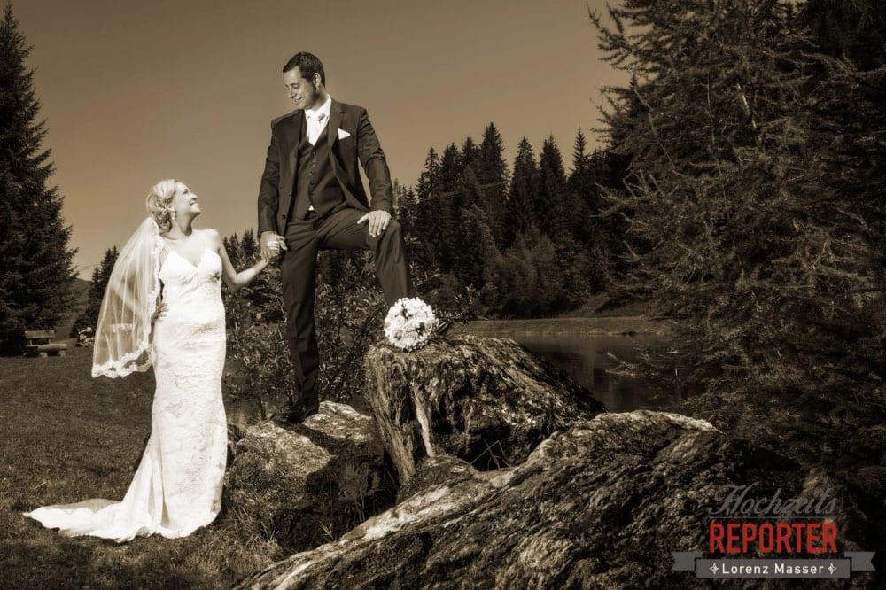 Braut schaut Bräutigam an, Hochnössler, Altenmarkt,  Hochzeit in den Bergen, Hochzeitsshooting, Hochzeitsfotograf, Wedding, Wedding Photographer, Land Salzburg, Lorenz Masser