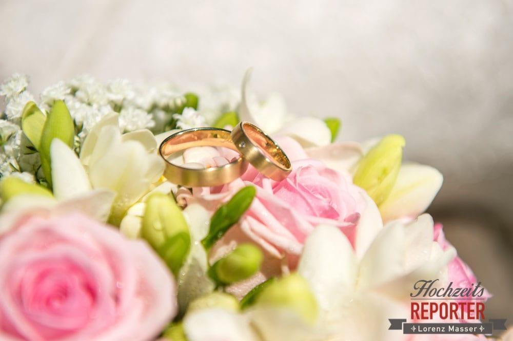 Ringe auf dem Brautstrauß, Hochnössler, Altenmarkt,  Hochzeit in den Bergen, Hochzeitsshooting, Hochzeitsfotograf, Wedding, Wedding Photographer, Land Salzburg, Lorenz Masser