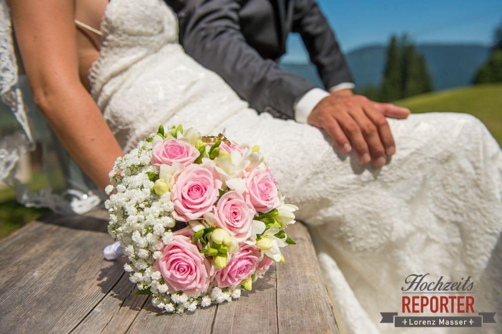 Brautpaar, Brautstrauß, Hochnössler, Altenmarkt,  Hochzeit in den Bergen, Hochzeitsshooting, Hochzeitsfotograf, Wedding, Wedding Photographer, Land Salzburg, Lorenz Masser