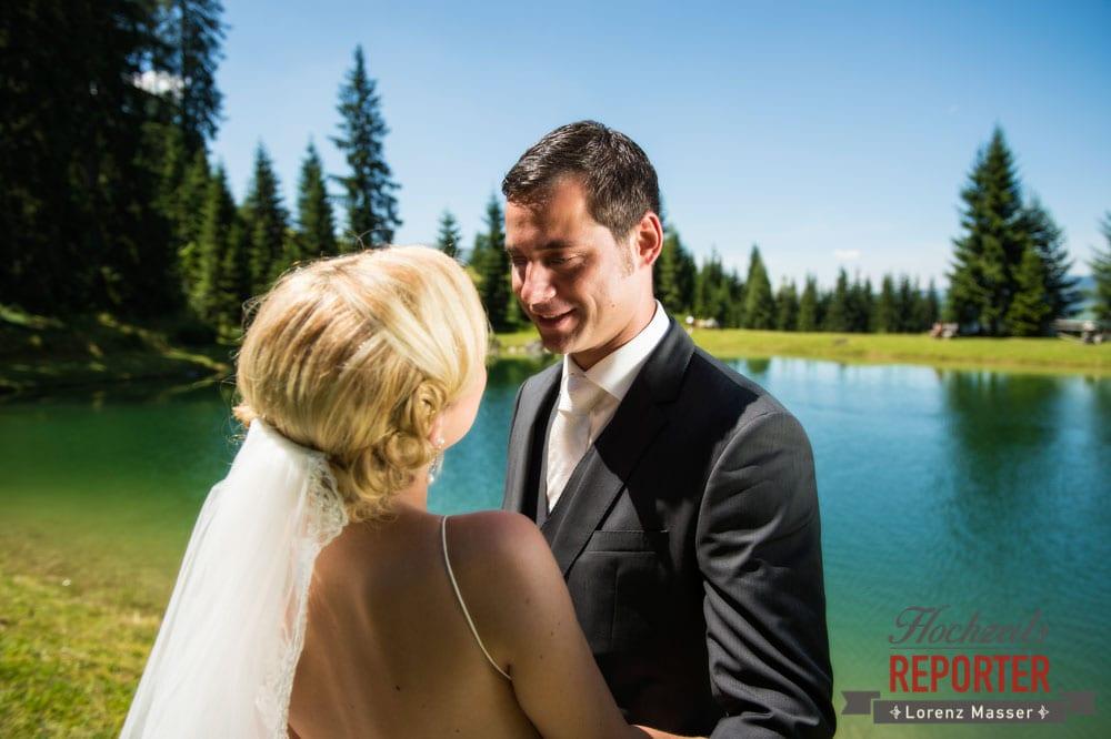 Brautpaar schaut sich in die Augen, Hochnössler, Altenmarkt,  Hochzeit in den Bergen, Hochzeitsshooting, Hochzeitsfotograf, Wedding, Wedding Photographer, Land Salzburg, Lorenz Masser