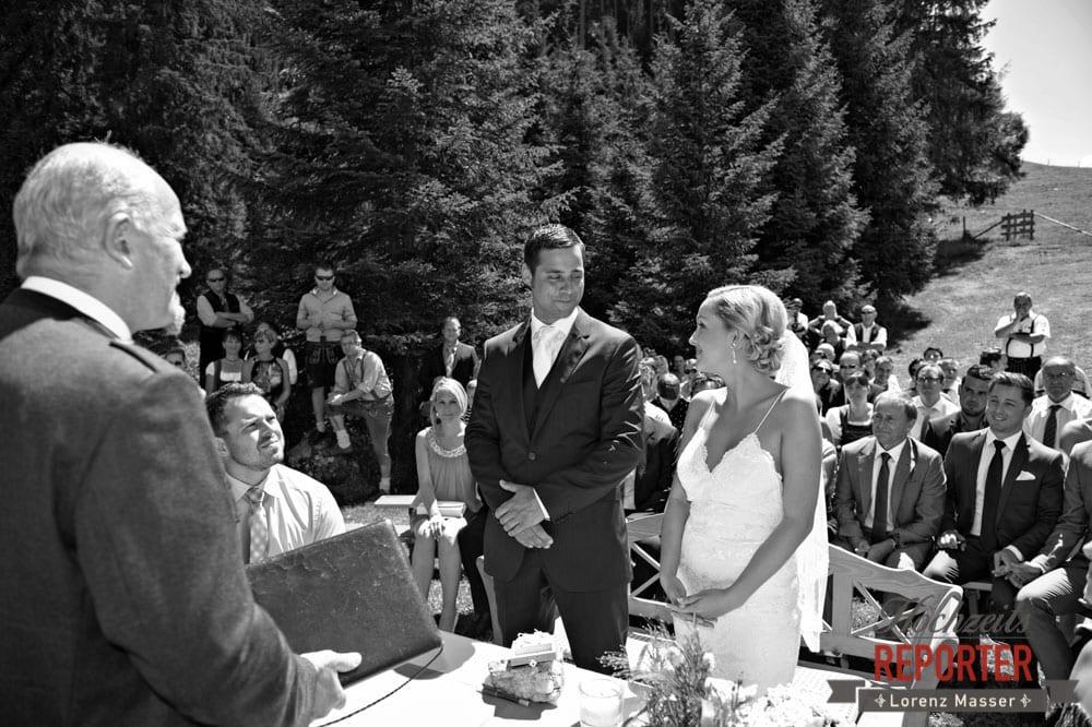 Braupaar während der Trauung, Hochnössler, Altenmarkt,  Hochzeit in den Bergen, Hochzeitsshooting, Hochzeitsfotograf, Wedding, Wedding Photographer, Land Salzburg, Lorenz Masser