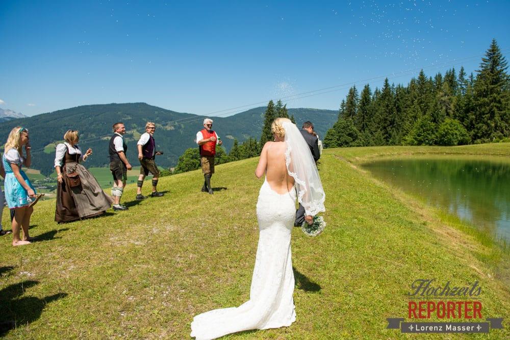 Hochzeitskleid mit offenem Rücken, Hochnössler, Altenmarkt,  Hochzeit in den Bergen, Hochzeitsshooting, Hochzeitsfotograf, Wedding, Wedding Photographer, Land Salzburg, Lorenz Masser