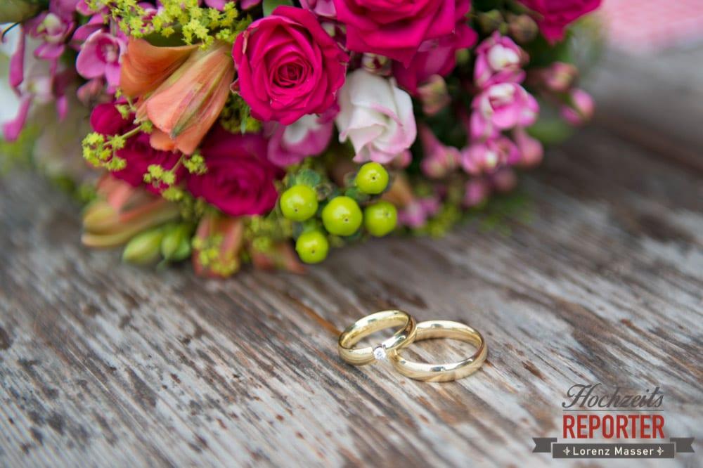 Rosa Brautstrauß, Ringe, Hochzeit in den Bergen, Tauernkarleitenalm, Radstadt, Hochzeitsshooting, Hochzeitsfotograf, Wedding, Wedding Photographer, Land Salzburg, Lorenz Masser