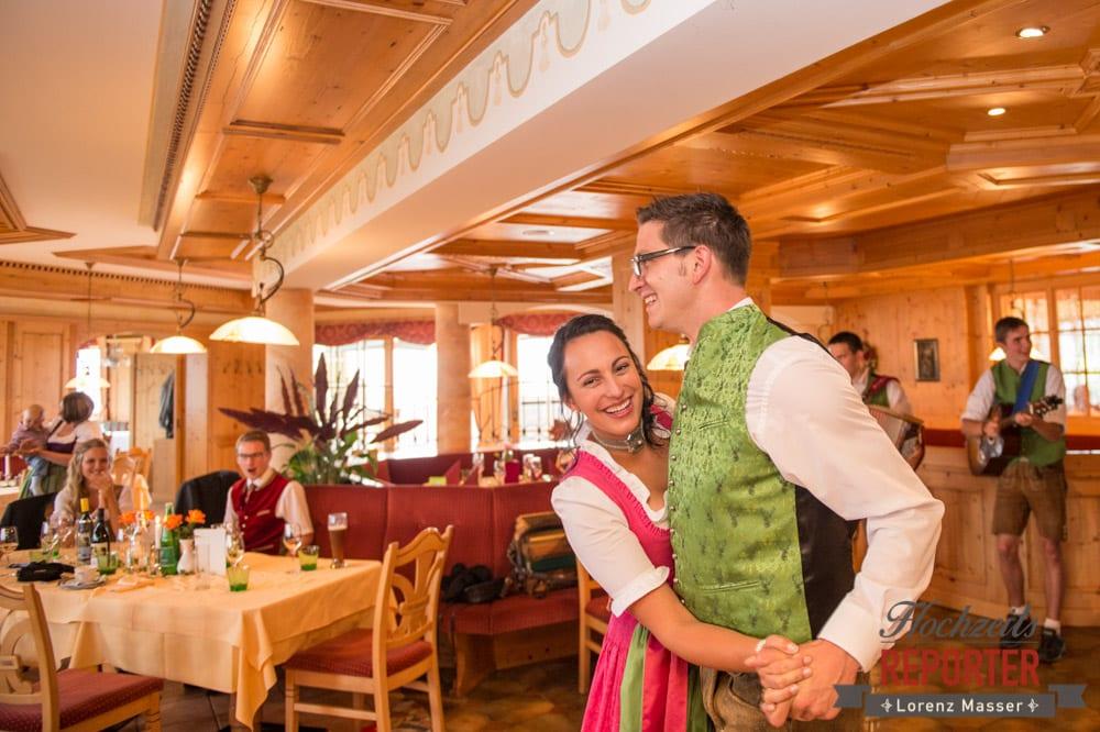 Brautpaar,  Hochzeit in den Bergen, Tauernkarleitenalm, Radstadt, Hochzeitsshooting, Hochzeitsfotograf, Wedding, Wedding Photographer, Land Salzburg, Lorenz Masser