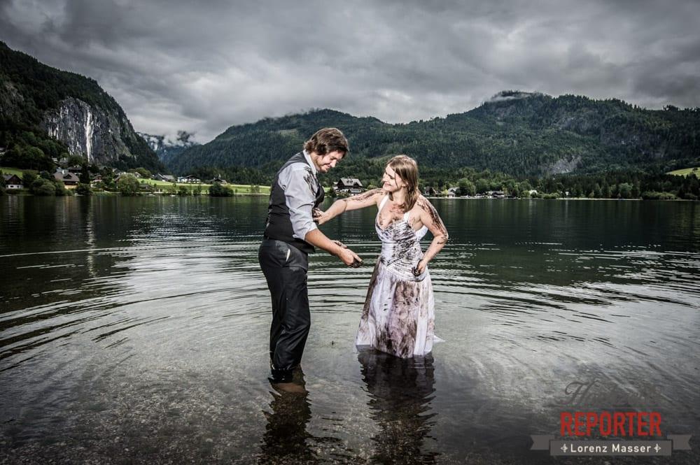 Brautkleid mit Schlamm beschmieren, Trash the Dress, Brautpaar, Hochzeits shooting, Hochzeitsfotograf, Wedding Photographer, Grundlsee, Land Salzburg, Lorenz Masser