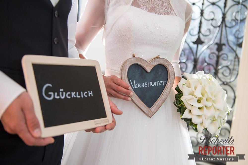 Glücklich Verheiratet, Tafel, Brautpaar, Schloss Mondsee, Hochzeit, Wedding, Wedding Photographer, Land Salzburg, Lorenz Masser