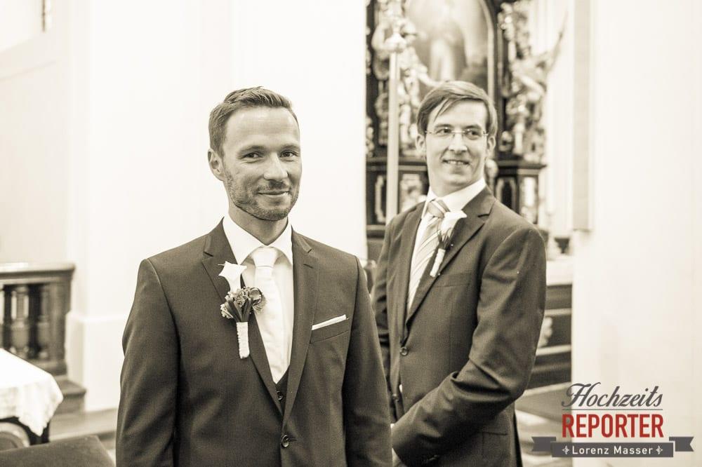 Bräutigam mit Trauzeugen, Schloss Mondsee, Hochzeit, Wedding, Wedding Photographer, Land Salzburg, Lorenz Masser