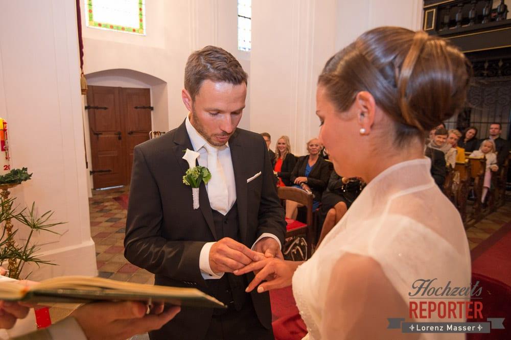 Ringwechsel bei Trauung, Schloss Mondsee, Hochzeit, Wedding, Wedding Photographer, Land Salzburg, Lorenz Masser