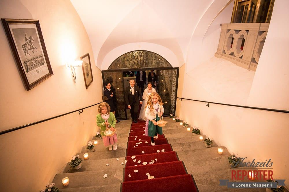 Blumenmädchen, Schloss Mondsee, Hochzeit, Wedding, Wedding Photographer, Land Salzburg, Lorenz Masser