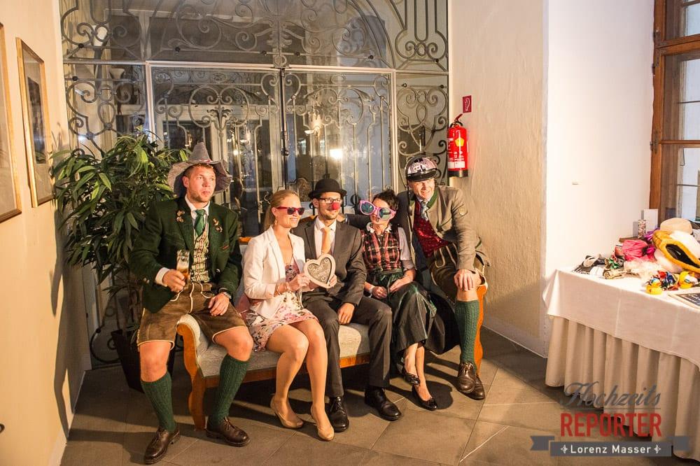 Hochzeitsverkleidung, Brautpaar, Schloss Mondsee, Hochzeit, Wedding, Wedding Photographer, Land Salzburg, Lorenz Masser