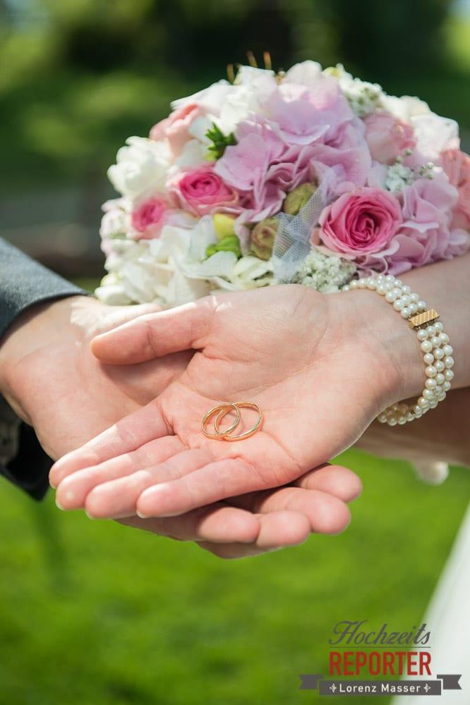 Braut hält Ringe in der Hand , Winterbauer, Altenmarkt, Wedding, Wedding Photographer, Hochzeitsfotograf, Land Salzburg, Lorenz Masser