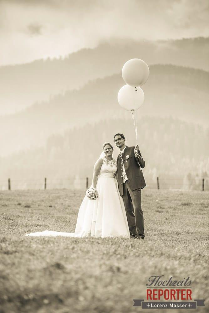 Brautpaar mit Luftballonen, Winterbauer, Altenmarkt, Wedding, Wedding Photographer, Hochzeitsfotograf, Land Salzburg, Lorenz Masser