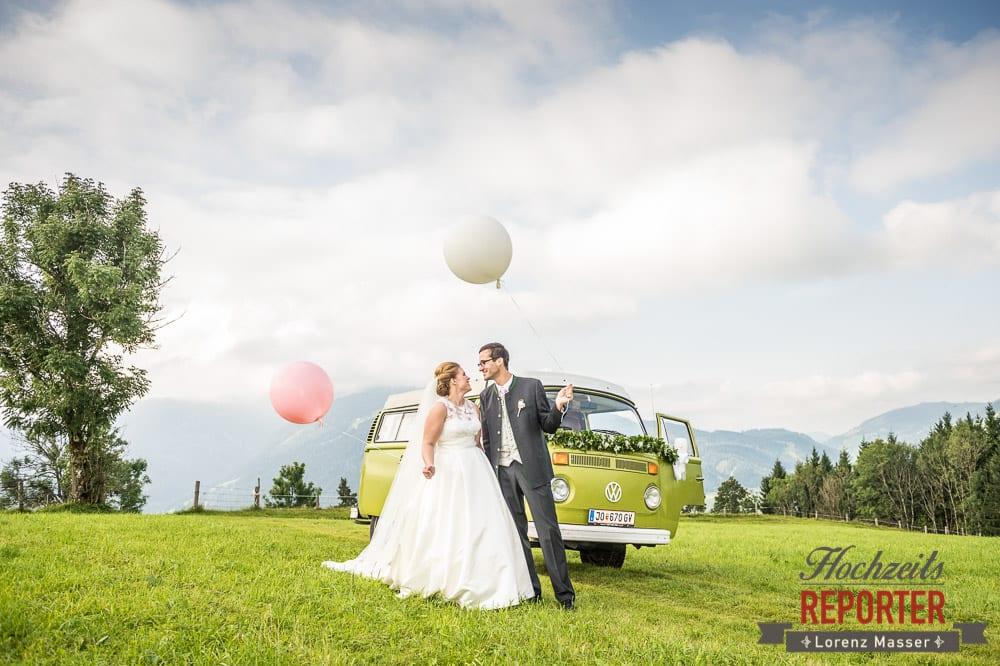 Brautpaar vor VW Bus, Winterbauer, Altenmarkt, Wedding, Wedding Photographer, Hochzeitsfotograf, Land Salzburg, Lorenz Masser