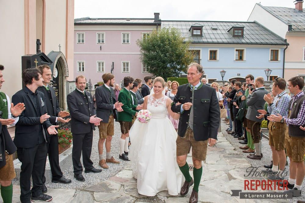 Vater geht mit Braut in die Kirche,Winterbauer, Altenmarkt, Wedding, Wedding Photographer, Hochzeitsfotograf, Land Salzburg, Lorenz Masser