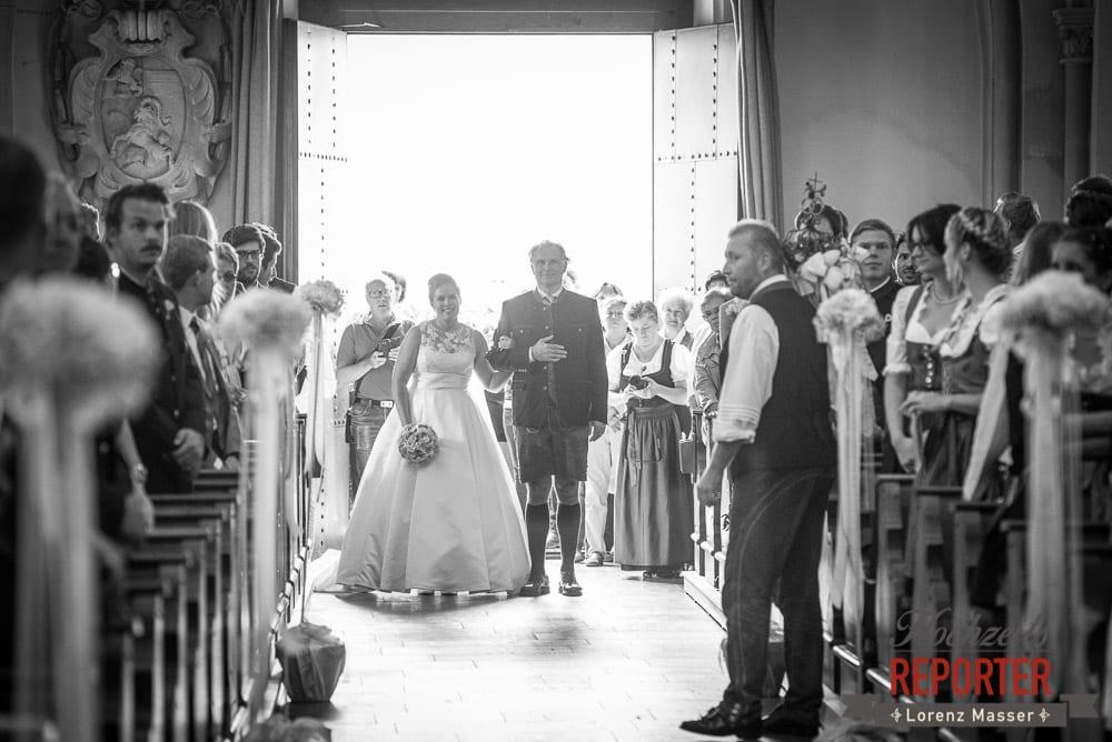 Gang mit Vater in die Kirche, Winterbauer, Altenmarkt, Wedding, Wedding Photographer, Hochzeitsfotograf, Land Salzburg, Lorenz Masser