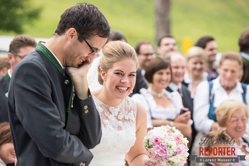 Brautpaar lacht, Portrait, Winterbauer, Altenmarkt, Wedding, Wedding Photographer, Hochzeitsfotograf, Land Salzburg, Lorenz Masser
