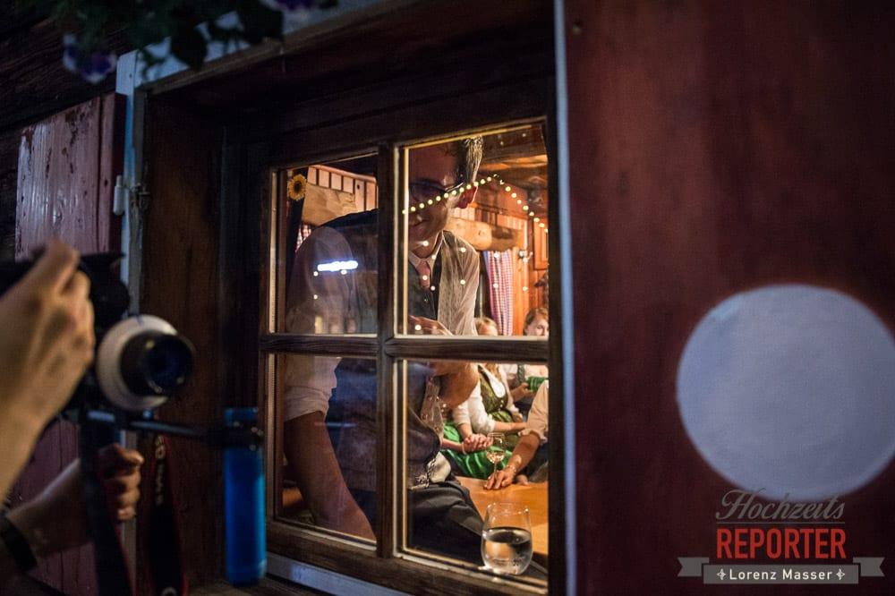 Bräutigam durch das Fenster Fotografiert, Winterbauer, Altenmarkt, Wedding, Wedding Photographer, Hochzeitsfotograf, Land Salzburg, Lorenz Masser