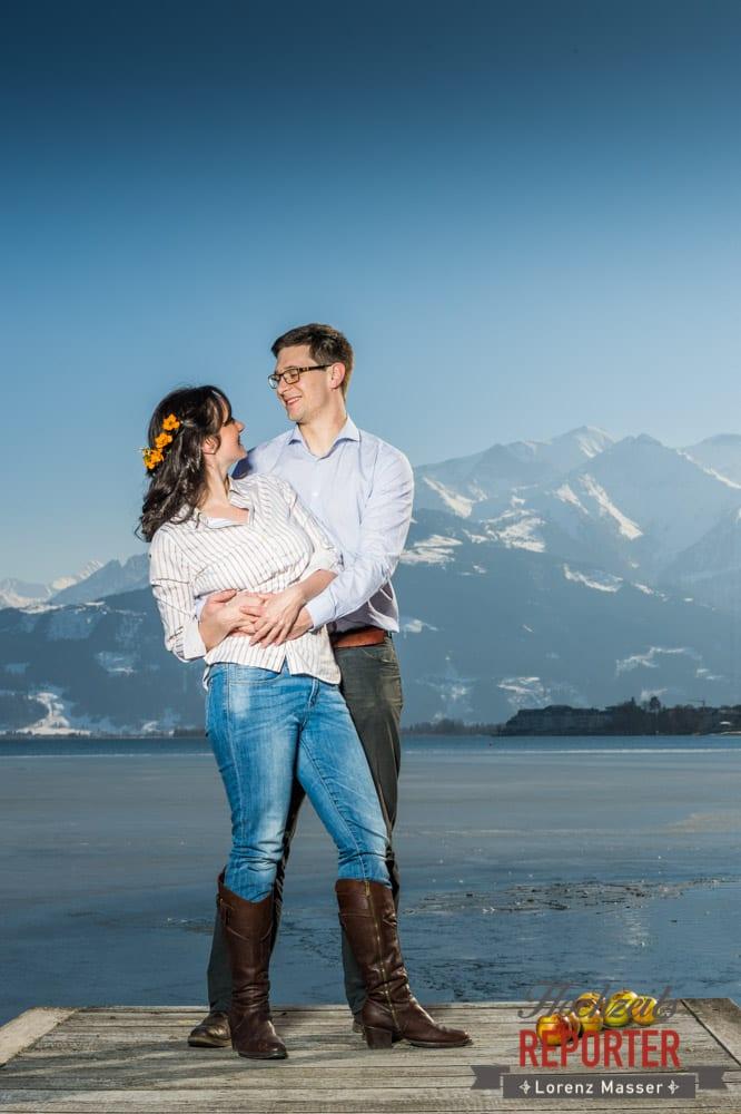 Verlobtes Paar vor dem See, Engagement Shooting, Schloss Prielau, Zell am See, Land Salzburg, Fotograf, Hochzeitsfotograf, Hochzeit, Lorenz Masser