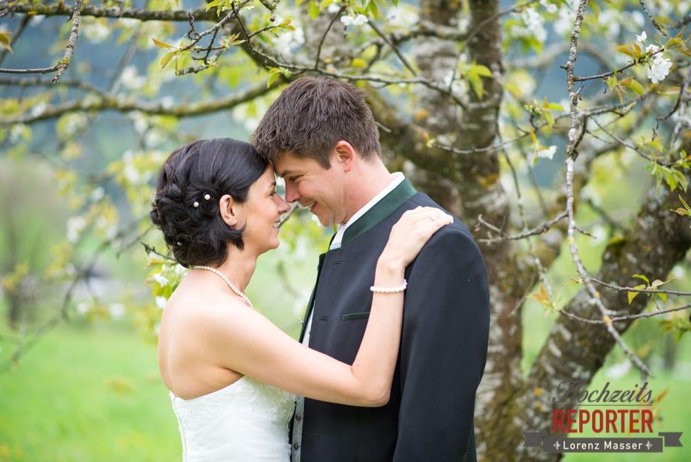 Brautpaar stirn an Stirn, Portrait, Radstadt, Hochzeitsfotograf, Wedding Photographer,Land Salzburg,  Lorenz Masser
