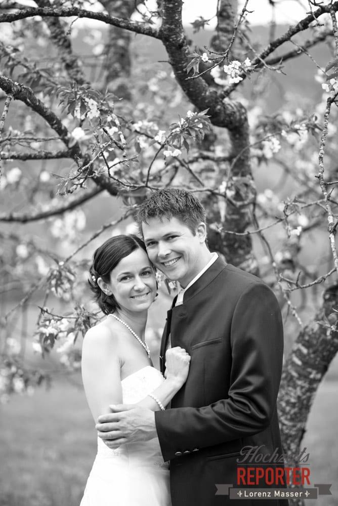 Brautpaar unter Kirschbaum, Radstadt, Hochzeitsfotograf, Wedding Photographer,Land Salzburg,  Lorenz Masser