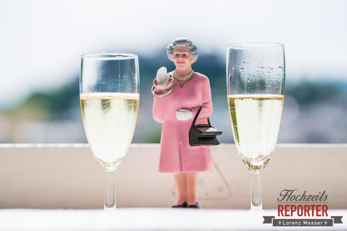 Queen Figur als Ringhalter, Sekt, Kapuzienerberg, Altstadt Salzburg, Hochzeit, Hochzeitsfotograf, Detail, Wedding, Wedding Photographer,Fotograf Land Salzburg, Lorenz Masser