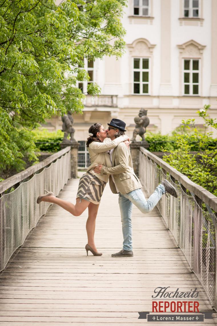 Brautpaar, Kuss, Spaßfotos, Schloss Mirabell, Altstadt Salzburg, Hochzeit, Hochzeitsfotograf, Wedding, Hochzeitsshooting, Wedding Photographer,Fotograf Land Salzburg, Lorenz Masser