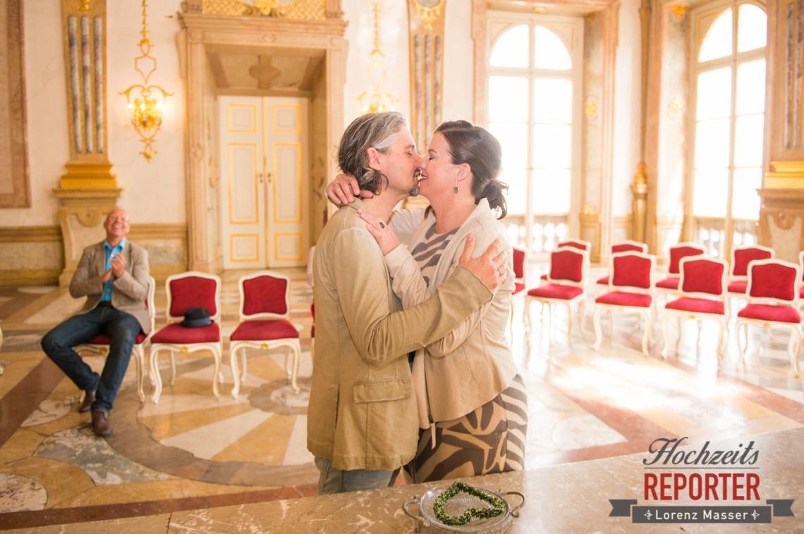 Kuss bei Trauung, Schloss Mirabell, Altstadt Salzburg, Hochzeit, Hochzeitsfotograf, Wedding, Hochzeitsshooting, Wedding Photographer,Fotograf Land Salzburg, Lorenz Masser