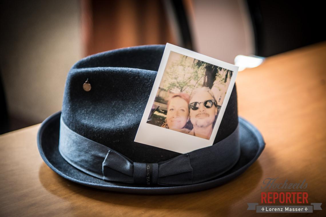 Polaroidfoto, Hut, Schloss Mirabell, Altstadt Salzburg, Hochzeit, Hochzeitsfotograf, Wedding, Hochzeitsshooting, Wedding Photographer,Fotograf Land Salzburg, Lorenz Masser