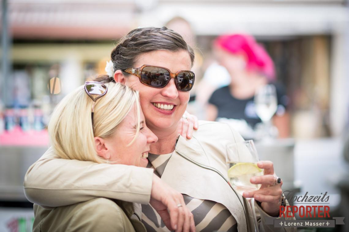 Braut mit Freundin, Schloss Mirabell, Altstadt Salzburg, Hochzeit, Hochzeitsfotograf, Wedding, Hochzeitsshooting, Wedding Photographer,Fotograf Land Salzburg, Lorenz Masser