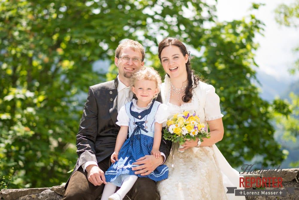 Brautpaar mit kleiner Tochter, Hochzeit, Schloss Mittersill, Mittersill, Hochzeit, Hochzeitsfotograf, Wedding Photographer,Fotograf Land Salzburg, Lorenz Masser