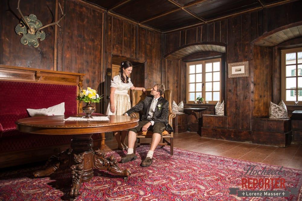 Brautpaar in altmodischem Zimmer, Hochzeit, Schloss Mittersill, Mittersill, Hochzeit, Hochzeitsfotograf, Wedding Photographer,Fotograf Land Salzburg, Lorenz Masser