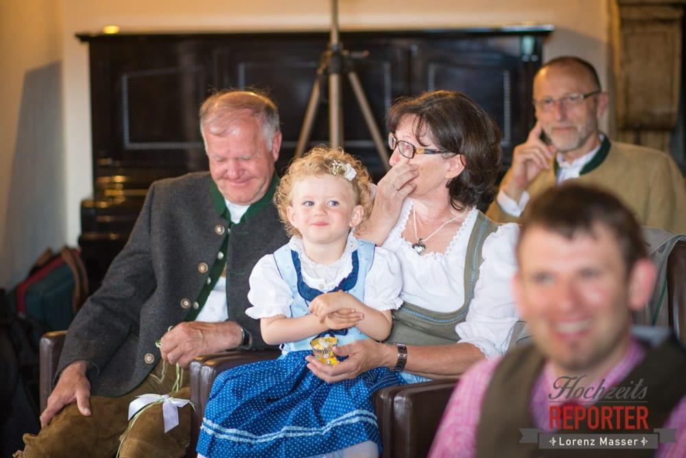 Freudentränen bei den Eltern während Trauung, Hochzeit, Schloss Mittersill, Mittersill, Hochzeit, Hochzeitsfotograf, Wedding Photographer,Fotograf Land Salzburg, Lorenz Masser
