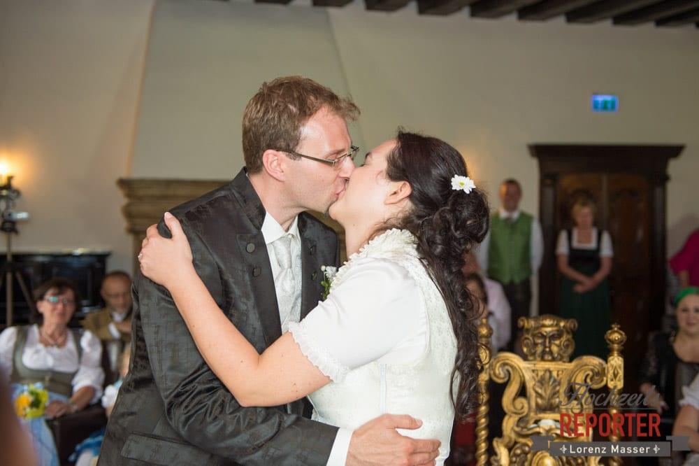 Kuss bei Trauung, Hochzeit, Schloss Mittersill, Mittersill, Hochzeit, Hochzeitsfotograf, Wedding Photographer,Fotograf Land Salzburg, Lorenz Masser