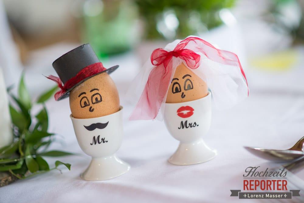 Brautpaar als Eier, Eier als Brautpaar verkleidet, Alm, Toni Alm, Hochzeit, Mittersill, Hochzeit, Hochzeitsfotograf, Wedding Photographer,Fotograf Land Salzburg, Lorenz Masser