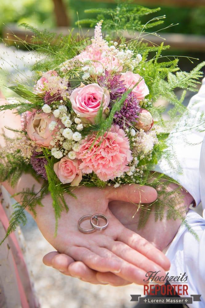 Rosa-grüner Blumenstrauß,  Filzmoos, Hochzeitsfotograf, Wedding Photographer,Land Salzburg, Lorenz Masser