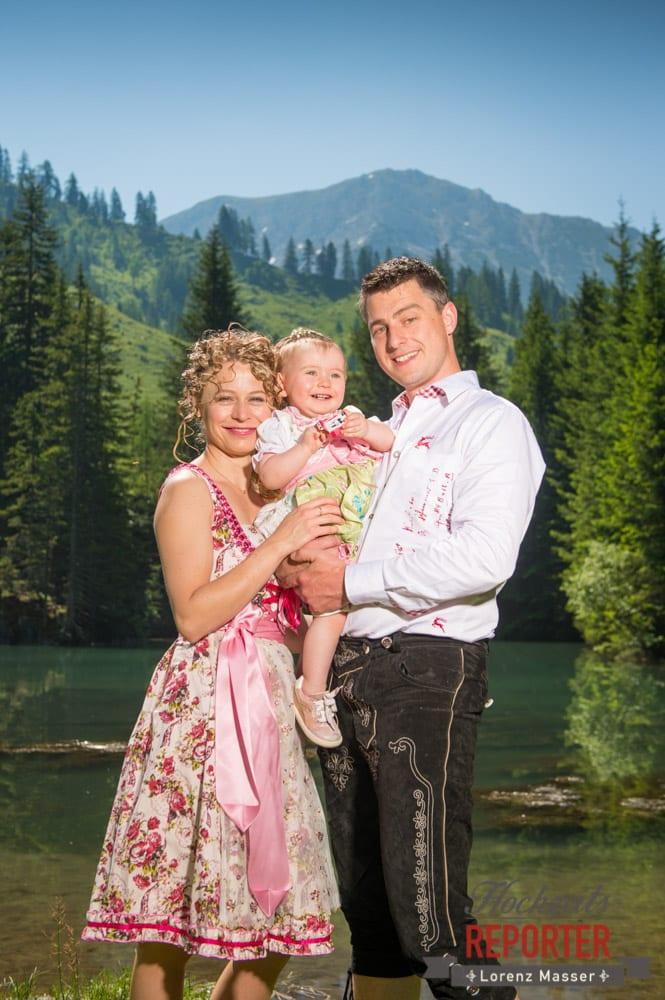 Brautpaar mit Kind,  Filzmoos, Hochzeitsfotograf, Wedding Photographer,Land Salzburg, Lorenz Masser