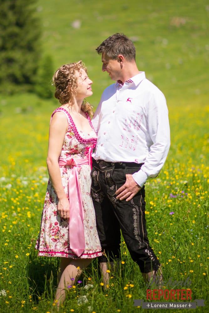 Brautpaar schaut sich in die Augen,  Filzmoos, Hochzeitsfotograf, Wedding Photographer,Land Salzburg, Lorenz Masser