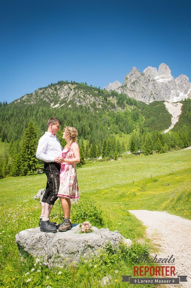 Brautpaar vor Bischofsmütze,  Filzmoos, Hochzeitsfotograf, Wedding Photographer,Land Salzburg, Lorenz Masser