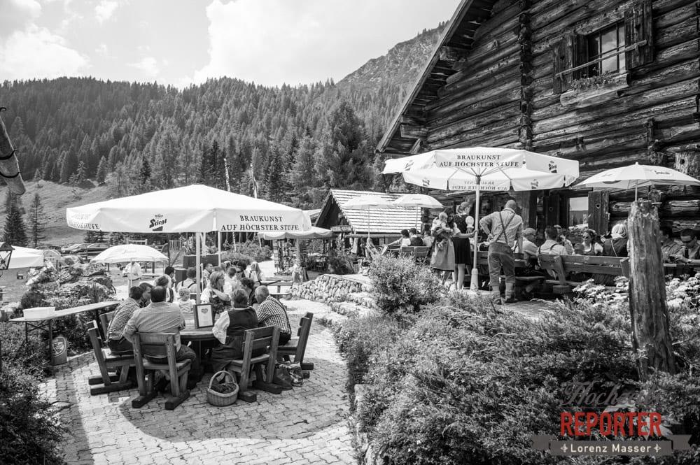 Hochzeitsgesellschaft auf Unterhofalm,  Filzmoos, Hochzeitsfotograf, Wedding Photographer,Land Salzburg, Lorenz Masser
