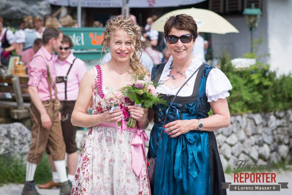 Braut mit Mutter,  Filzmoos, Hochzeitsfotograf, Wedding Photographer,Land Salzburg, Lorenz Masser