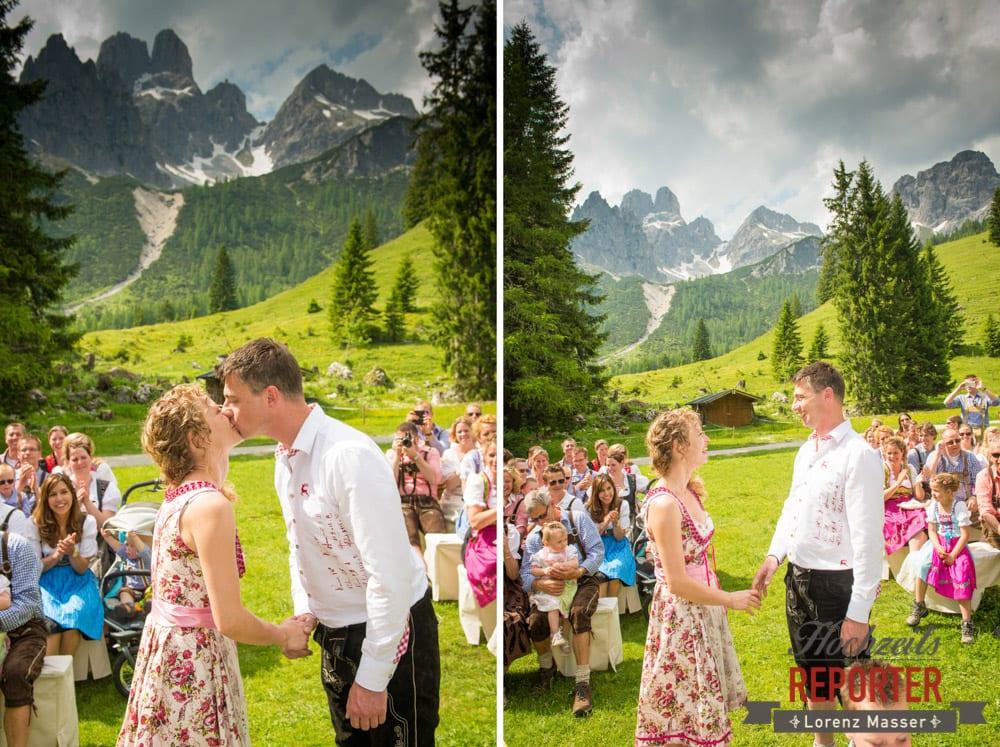Kuss bei Trauung, Trauung, Trauung im Wald, Trauung in den Bergen,  Filzmoos, Hochzeitsfotograf, Wedding Photographer,Land Salzburg, Lorenz Masser