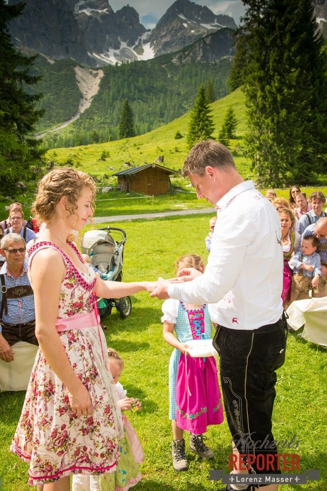Ringwechsel, Trauung, Trauung im Wald, Trauung in den Bergen,  Filzmoos, Hochzeitsfotograf, Wedding Photographer,Land Salzburg, Lorenz Masser