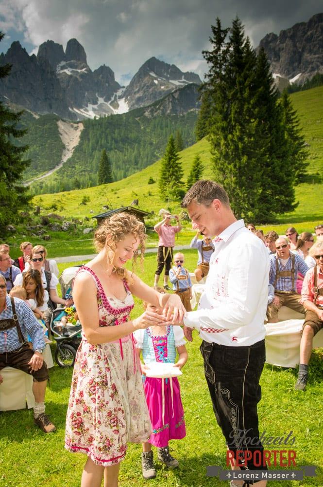 Ringtausch, Ringwechsel, Trauung, Trauung im Wald, Trauung in den Bergen,  Filzmoos, Hochzeitsfotograf, Wedding Photographer,Land Salzburg, Lorenz Masser