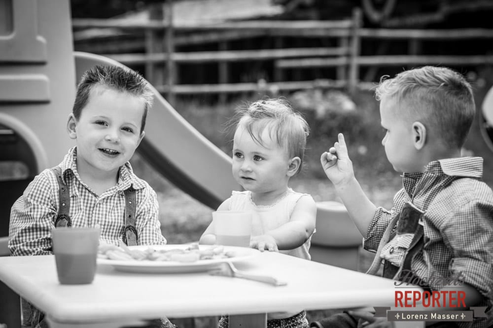 Kinder beim Essen, Kinder essen wie Erwachsene, Filzmoos, Hochzeitsfotograf, Wedding Photographer,Land Salzburg, Lorenz Masser
