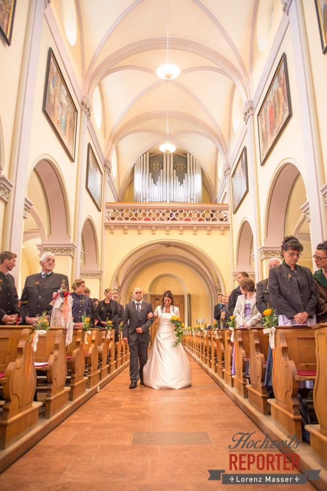 Braut mit Vater geht in die Kirche, Radstadt, Wedding Photographer, Hochzeit,Hochzeitsfotograf, Land Salzburg, Lorenz Masser