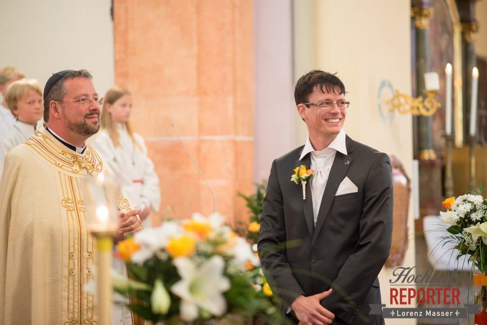 Bräutigam wartet auf Braut, Radstadt, Wedding Photographer, Hochzeit,Hochzeitsfotograf, Land Salzburg, Lorenz Masser