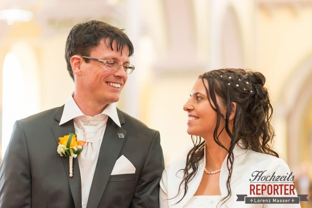 Trauung, Brautpaar schaut sich in die Augen, Radstadt, Wedding Photographer, Hochzeit,Hochzeitsfotograf, Land Salzburg, Lorenz Masser