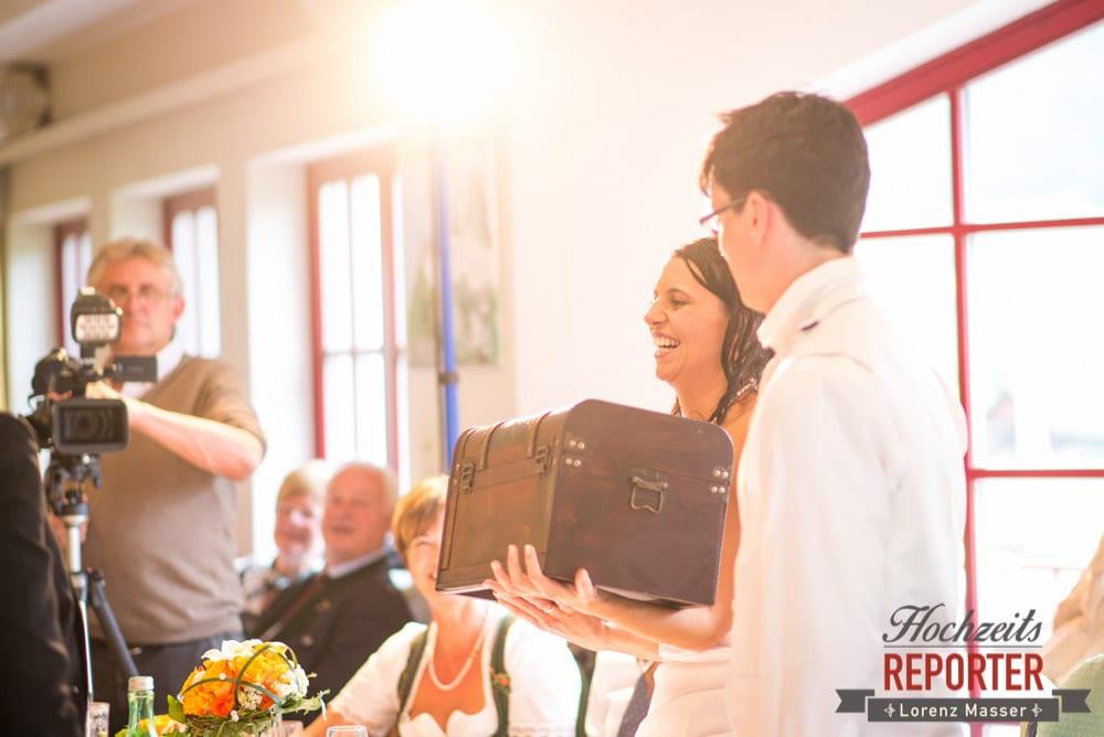 Schatzkiste als Geschenk, Radstadt, Wedding Photographer, Hochzeit,Hochzeitsfotograf, Land Salzburg, Lorenz Masser