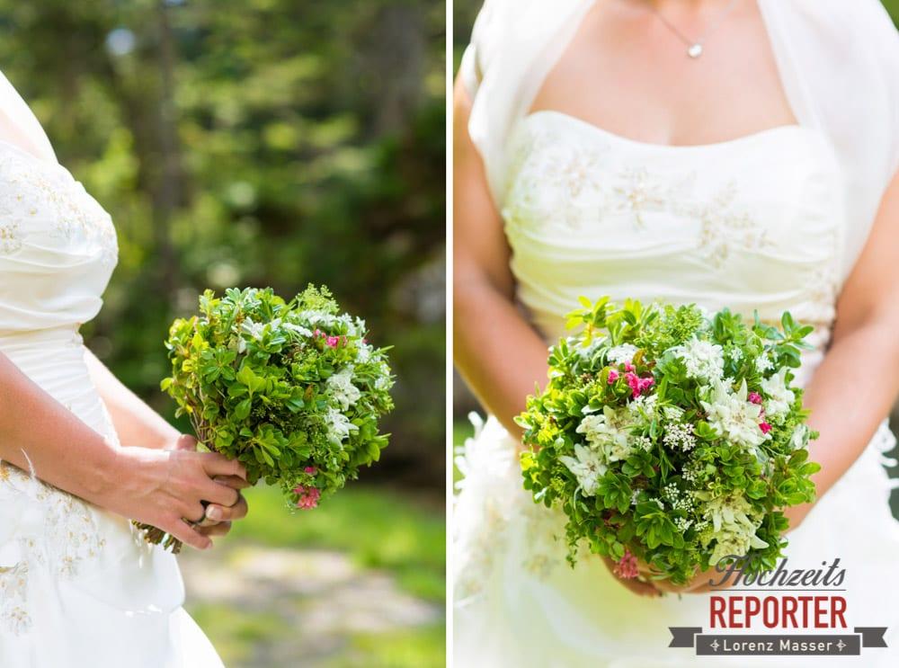 Braut hält Brautstrauß in der Hand, Detail, Unterhofalm, Filzmoos, Hochzeitsfotograf, Wedding Photographer, Lorenz Masser